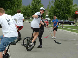 unicycle_hockey2.jpg